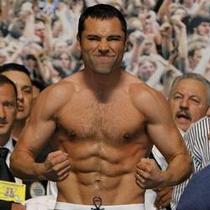 Знаменитый боксер боится, что его забросают яйцами