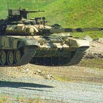 На матч «Арсенал» – «Карпаты» приехали голые девушки на танке