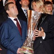 Фото дня: Медведев, Тимощук и Кубок УЕФА