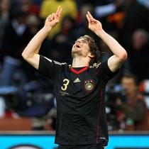 ЧМ-2010: Германия разгромила Аргентину, Испания с трудом победила Парагвай