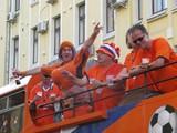 Грандиозное шествие голландских болельщиков: центр Харькова вновь стал оранжевым
