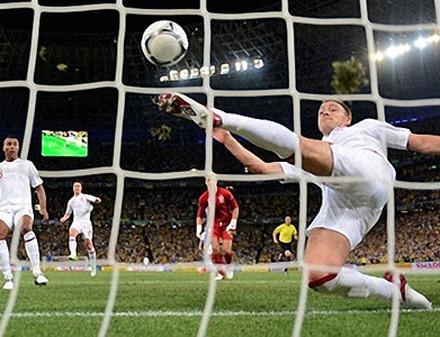 Ошибка арбитра нанесла поражение сборной Украины в матче со сборной Англии (ВИДЕО)
