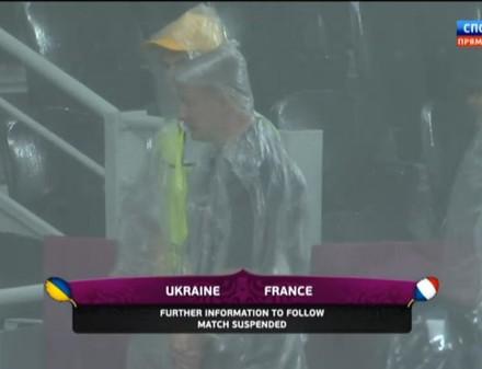 Матч Украина-Франция прерван. Судья увел команды с поля
