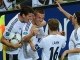 Голы Подольски и Бендера принесли сборной Германии победу над Данией