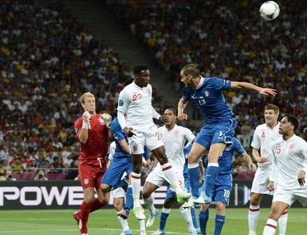 Сборная Италии в серии пенальти вырвала победу у англичан