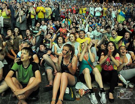 Число фанатов на Евро-2012 ошеломило УЕФА