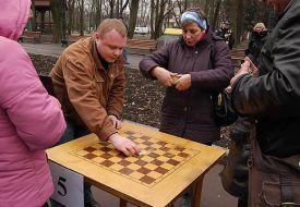 Первый чемпионат Украины по домино на центральной аллее парка Шевченко