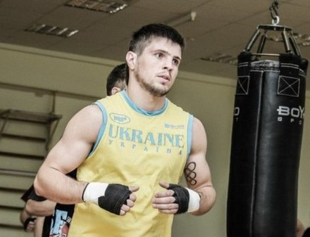 Хитров успешно дебютировал на профессиональном ринге
