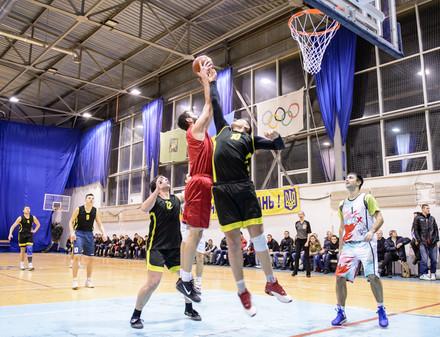 Баскетбольный матч между командой СМИ и звездами ХАБЛ