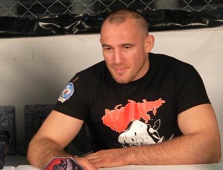 Олейник подписал контракт с UFC