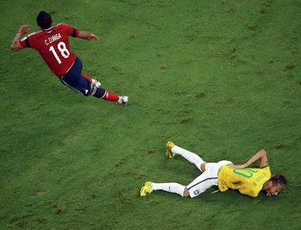 Реакция бразильцев на выход в полуфинал и потерю Неймара (ВИДЕО)