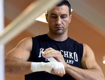Кличко отменил бой с Пулевым