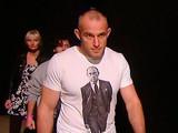 Харьковский боец UFC Олейник надел майку с Путиным на взвешивание перед боем