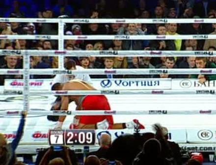 Александр Усик защитил титул чемпиона (ВИДЕО)