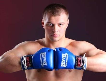 Украинский боксер Вячеслав Глазков опубликовал поздравление с Новым годом