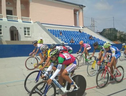 На юношеском чемпионате Украины по велоспорту на треке харьковчане завоевали 40 наград