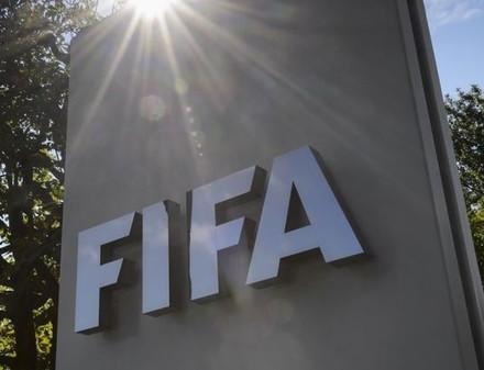 В ФИФА призвали остановить весь футбол в мире до сентября